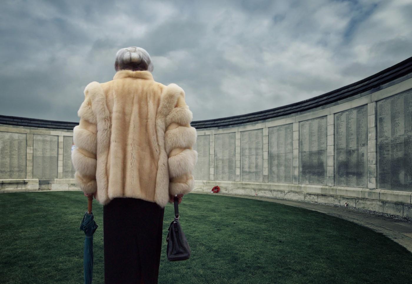 Old woman at Yper war memorial